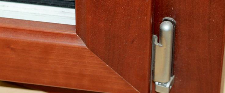 Disseny, subministrament i muntatge del seu tancament, finestra o porta de fusta i alumini, mixta (fusta + alumini) seguint criteris d'eficiència energètica i seguretat.