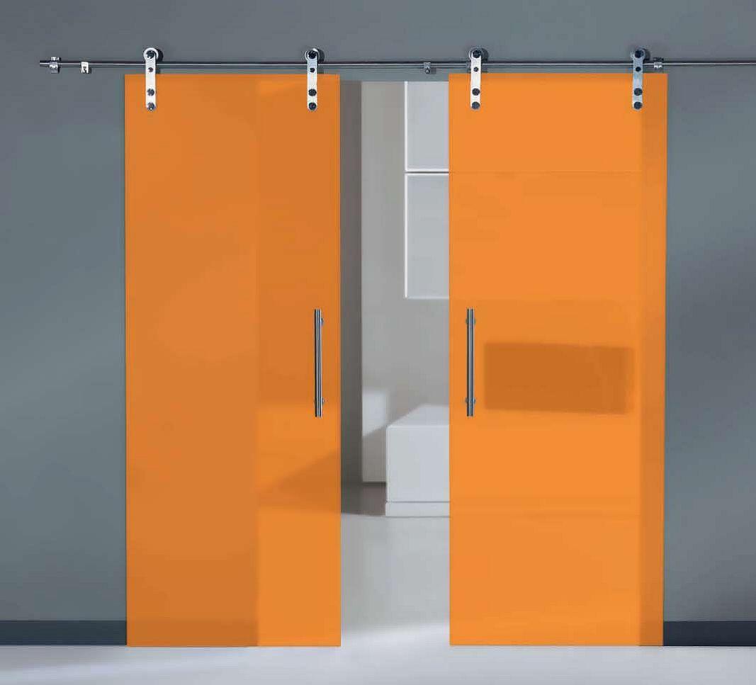 Les portes de vidre són una solució òptima per a determinats espais. Sempre resulten elegants, i tant poden ser interiors com exteriors, i batents o corredisses. Quant al disseny de la porta i del vidre les possibilitats són moltes, de manera que difícilment no trobarem una porta que encaixi amb les seves necessitats. Així mateix, cada vegada s'està utilitzant més el vidre, combinat amb un altre tipus de perfils, per a portals exteriors.