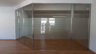 Mampares d'Oficina amb vidre laminat 5 5 1 i portes amb vidre trempat (Cristal templado) Mampares de vidre, divisòries de vidre, separadors d'oficina, etc.