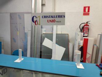 Mampares de protecció Coronavirus a mida per a botigues supermercats farmacies oficines CRISTALLERIES UNIÓ ANDORRA T.+376630351