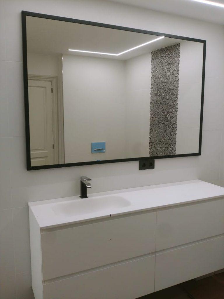 Fem miralls de tota mena que podem personalitzar i fabricar a mida. No et conformis amb un mirall convencional i aposta per quelcom d'únic i fet només per vestir la teva paret